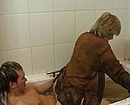 maman fils vidéos porno de famille dans le bain