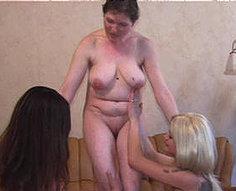 Fille utilisée par les mamans chaudes