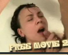 Sexe d'inceste chaud dans la salle de bain