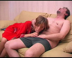 Papa apprend à baiser sa fille à peine légale