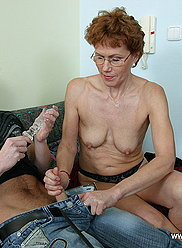 Four-eyed mommy gets her trimmed pink stretched open by her well-hung son