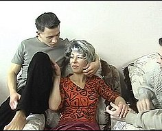 Maman léché par deux propres fils