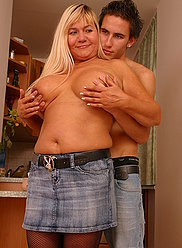 Teenage stud stretches his hot blonde mum's slit and creams her full belly