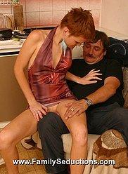 Photos HQ de véritable fou inceste baise - petite teeny frappé par son père