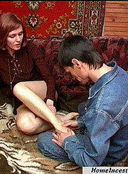 Un jeune fils est séduit par sa maman expérimentée