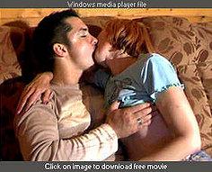 Maman plaît à deux fils avec sa langue et ses trous