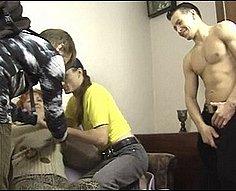 Big Momma jeté dans une orgie avec deux propres fils Hung