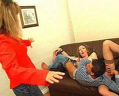Deux mamans guzzle sperme
