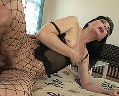 Jolie mère baisée par son propre fils adolescent