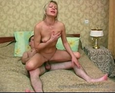 Mature blonde nympho wakes her sonny up by letting him stretch her pussy