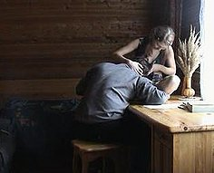 Vorace père soudoie sa fille lubrique avec une nouvelle robe