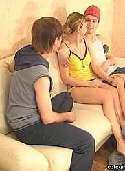 Trois frères baisent leur jeune soeur