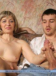 Groupe Incest vids avec deux fils sur une maman