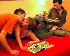 Vidéos d'orgie d'inceste familiale complète # 2