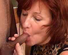 Horny mère a séduit et baisé son propre fils