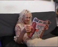 Kinky blonde ho obtient un traitement sexuel inceste inoubliable devant cam