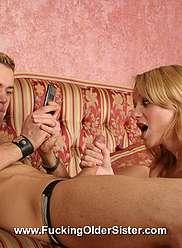 Pris branler - et forcé de baiser sa soeur en échange du silence