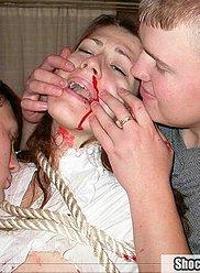 Les frères drogués forcent à baiser leur propre mère