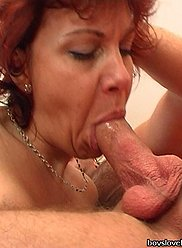 Horny fils baise la merde de sa mère