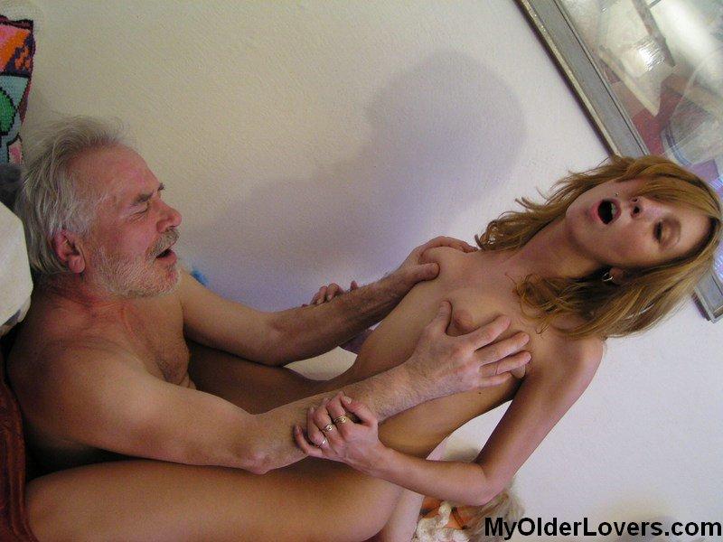 Секс со стариком в ванной