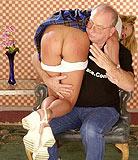 Big papa force et baise sa petite fille