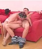 Mre et fils mangent et pntrent une chatte chaude