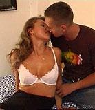 Maman sexy séduit son fils adolescent et profite de sa bite